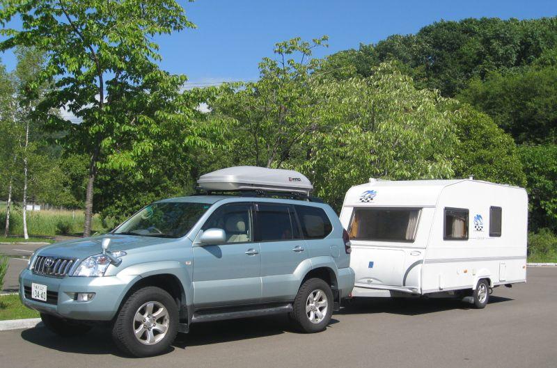 著者が愛用していたSUV車とキャンプトレーラー
